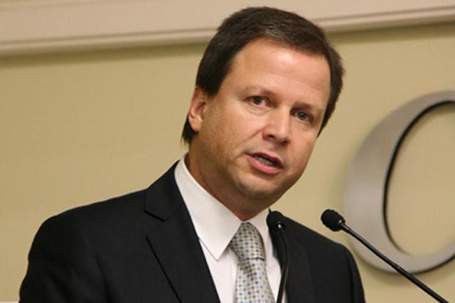 """Presidente da OAB diz que """"atitude da Anatel é inaceitável"""", sobre as franquias de internet"""